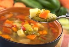 Welcome to my Ultimate Mediterranean Vegetable Soup in the soup maker. I love vegetable soup and I also love the flavours of the Mediterranean. Low Calorie Vegetable Soup, Vegetable Soup Diet, Low Calorie Vegetables, Vegetable Seasoning, Sopa Detox, Detox Soup, Healthy Foods To Eat, Healthy Recipes, Delicious Recipes
