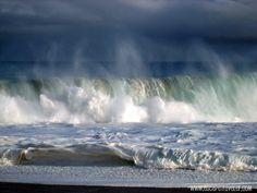 Big wave at Haena Beach, Kauai  http://www.escapetraveler.com/  #travel #vacation #beach