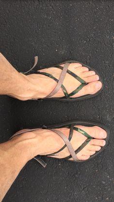 Woodland Camo and Tan Mode Masculine, Mens Shoes Boots, Shoe Boots, Flip Flop Sandals, Men's Sandals, Mens Beach Shoes, Flipflops, Pretty Sandals, Barefoot Men