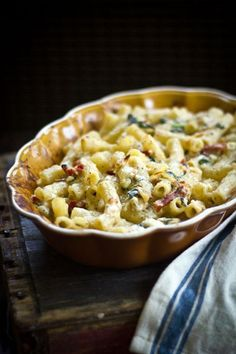 Greek mac & cheese with roasted garlic, caramelized leeks, sun-dried tomatoes, spinach, feta & asiago cheese