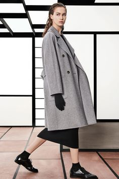Max Mara Pre-Fall 2018 Fashion Show Collection