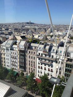 Paris 3e - Le Passage de l'Horloge débouchait au milieu de la longue façade stylisée du Quartier de l'Horloge sur la Piazza Beauboug.