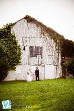 3843b6843a81 Bride and groom - white barn - Cleveland Ohio wedding location - wedding  photography    www.12stonesphotography.com