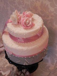 http://www.lemienozze.it/operatori-matrimonio/catering_e_torte_nuziali/cake-design-roma/media  Torta nunziale con dettagli in rosa