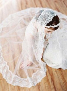Top 20 Wedding Hairstyles with Veils and Accessories stunning wedding veil ideas bridal hairstyles Wedding accessories crown with Veil Wedding Hair Half, Wedding Veils, Wedding Dresses, Wedding Attire, Veil Hairstyles, Wedding Hairstyles With Veil, Bridal Hairstyles, Bride Look, Wedding Hair Accessories