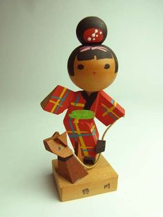 look at this sassy little vintage kokeshi - she's adorable!
