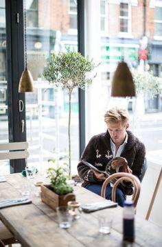 Corner bakery cafe ★ Reminds me of my tutor Sean! I wonder if he wears a cardigan at the weekends? Bistro Restaurant, Cafe Bistro, Cafe Bar, Bakery Cafe, Corner Cafe, Corner Bakery, Parsons Green, Restaurants, Cafe Concept
