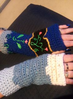 Disney's Frozen Anna and Elsa Fingerless Gloves. Brrrr baby its cold outside