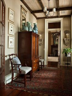 Home Decor Ideas to Give Your Home A Much Classy Look. Home Decor Ideas to Give Your Home A Much Classy Look. Ceiling Molding Ideas Home Sweet Home Traditional Decor, Traditional House, Cottage Restaurant, Interior Exterior, Interior Design, Interior Paint, Design Entrée, Design Ideas, Architecture Résidentielle