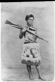 Te Kanapa Haerehuka, (c Harehuka, of Ngati Whakaue lived during the years of at Ohinemutu. He was a poet and orator. Abstract Sculpture, Sculpture Art, Metal Sculptures, Bronze Sculpture, Old Photos, Vintage Photos, School Exhibition, Polynesian People, Maori People