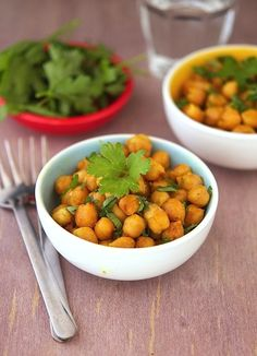 Lemony Curried Chickpeas - Bursting with flavorful spices, lemon juice, onions and cilantro - a whole new way to eat chickpeas!