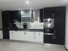 Fotos modelo. Vende T2, totalmente remodelado, com quintal, Almada Velha - Portugal Investe