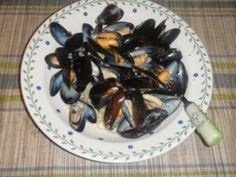 Here is an easy restaurant copycat recipe for Joe's Crab Shack Garlicky Mussels.  I've included a video cooking demonstration along with tip...