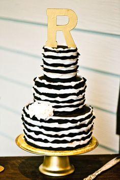 Black and White Gold Wedding | Southern-wedding-black-gold-and-white-cake1.jpg Beautiful Cakes, Cupcake Cakes, Striped Wedding, Wedding Black, White Wedding Cakes, Gold Wedding, Gold And White Cake, Black Gold, White Cakes
