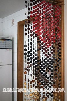 Nespresso Coffee Capsule curtain why not twist off caps or yoghurt lids or.almost anything light, round, that can be painted Ways To Recycle, Reuse Recycle, Coffee Pods, Coffee Beans, Colorful Curtains, Repurposed, Diy Crafts, Nitro Coffee, Italian Coffee