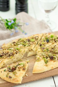 Fladen Weizenfladen getrocknete Datteln Sesam Frühlingszwiebeln vegetarisch Rezept