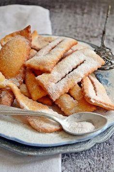 Csöröge fánk (bögrésen is) | Rupáner-konyha Cookie Recipes, Snack Recipes, Dessert Recipes, Hungarian Recipes, Sweet And Salty, Party Snacks, Winter Food, Sweet Treats, Food And Drink