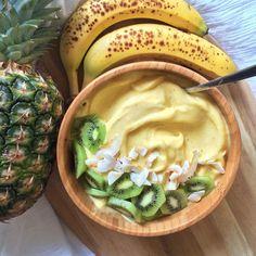 jessicasodenkamp Banana-mango whip with kiwi and coconut