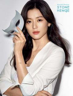 Actress Jun Ji Hyun had a photoshoot with 'STONEHENgE' jewelry brand where she modeled stunning diamonds. The actress sparkled with 'La Stella' necklace and earrings and other ideal 'Honeymoon' collections. Asian Actors, Korean Actresses, Korean Actors, Actors & Actresses, Jun Ji Hyun Makeup, Korean Celebrities, Celebs, Korean Girl, Asian Girl