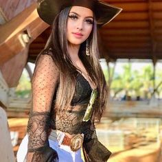Foto da @risyaalves com seu chapéu! #MulherDeChapeu #Chapeu #Cowgirl #Botina #Mulher #Rodeio #FestaDoPeao #Mato #VidaNoCampo #Simples…