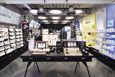 Design showcase: Aritaum's My Beauty Atelier concept in Seoul - Retail Design Worl Design Furniture, Furniture Sale, Kitchen Furniture, Visual Merchandising, Instagram Wall, Cosmetic Shop, Luxury Furniture Brands, Branding, Furniture Dolly