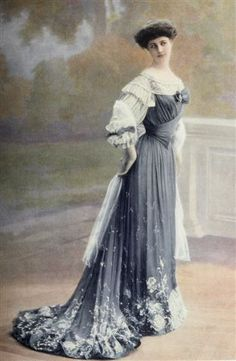 evening dress of Jeanne Paquin. 1903. embroidey thread at outline hems , tulle silk