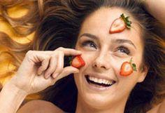 Con esta mascarilla de fresas podrás combatir la resequedad de tu cutis