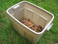 DIY compost bin totally doing this Compost Diy, Homemade Compost Bin, Making A Compost Bin, Compost Container, Composting At Home, Garden Compost, Organic Gardening, Gardening Tips, Home Vegetable Garden