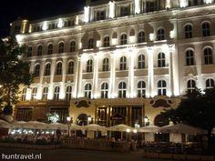 De naam Gerbeaud is een begrip voor  de inwoners van #Boedapest. Het historische gebouw dat een  dominante plaats inneemt aan het Vörösmarty-plein, biedt meer  dan 150 jaar onderdak aan de patisserie en het koffiehuis dat  reeds in de 19e eeuw wereldberoemd was.