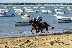 Las Carreras de Caballos sobre las playas de Sanlúcar cumplen 169 años - http://www.conmuchagula.com/2014/08/12/las-carreras-de-caballos-sobre-las-playas-de-sanlucar-cumplen-169-anos/?utm_source=PN&utm_medium=Pinterest+CMG&utm_campaign=SNAP%2Bfrom%2BCon+Mucha+Gula