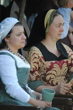 Early 16th century version of the French Hood as worn by Karinne at Festival 2013