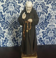 IG: @blessedartes Imagem em gesso envelhecida e pintada a mão.