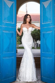 Taking Le Secret Royal out for a wedding gown photoshoot in the royal city, the new Galia Lahav Collection Le Secret Royal is the hottest wedding gown collection of the summer, with amazing detail throughout the gown, handmade with love!