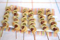Spiedini di pasta sfoglia con wurstel e olive, scopri la ricetta: http://www.misya.info/2014/01/22/spiedini-di-pasta-sfoglia-con-wurstel-e-olive.htm