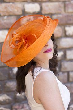 Nigel Rayment Orange Mariage Ascot chapeau Mère de la mariée