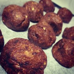 Almond pulp protein bites - use vegan protein powder instead of whey. (Uses up the almond pulp from making almond milk at home. Vegan Protein Powder, Protein Bites, High Protein, Almond Pulp, Make Almond Milk, Real Food Recipes, Vegan Recipes, Cooking Recipes, Vegan Ideas