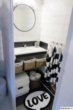 Husvagnen, vårt hem på hjul! - Ett inredningsalbum på StyleRoom av Lottis44. Nytt handfat från HusvagnSvensson. Klickgolv som blev över när vi renoverat i vårt hus. Spegeln kommer från Ikea.