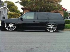 Chevy Tahoe Limited with some snug 28's Bagged!! FUCK!!!