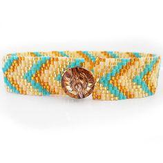Perfect for Summer Blue and Gold Glass Beads Bracelet Arrow Head friendship bracelet por dicopebisuteria