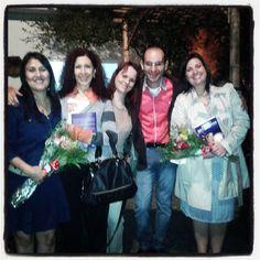 Foto com o autor e as co-autoras Silvia Cristina Zampilli (esquerda) e Marilia Abbade de Oliveira (direita). Lançamento do livro Práticas Bioxamânicas - Despertar das Capacidades Interiores de Samuel Souza de Paula.