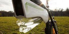 This Water Bottle For Bikes Turns Air Into Water As You Ride