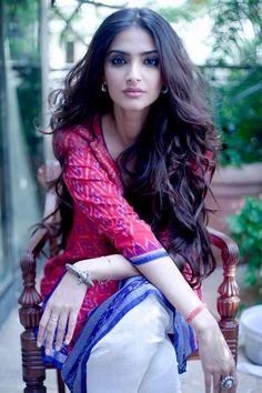 Ideas for how to wear saree saris sonam kapoor Indian Celebrities, Bollywood Celebrities, Bollywood Fashion, Bollywood Actress, Bollywood Makeup, Pakistani Actress, Lehenga, Anarkali, Sambalpuri Saree