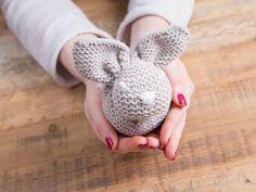 DIY tutorial: Knit a Cute & Easy Easter Bunny  via en.DaWanda.com