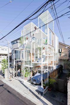 ¿Te gustaría vivir en una casa transparente. ¿Qué harías con el baño y la cama a la hora de los mimos?  El arquitecto japonés Sou Fujimoto construyó este departamento en Tokio para una familia de cuatro personas. Sus paredes son de vidrio y todo se ve desde el exterior.