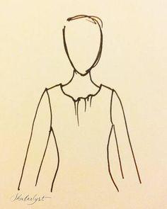 Halsudskæring, der flagrer, selvom tøjet ellers ikke er for stort.