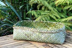 Flax Weaving, Basket Weaving, Woven Baskets, New Zealand Flax, Maori Art, Island Girl, Weaving Patterns, Traditional, Black And White