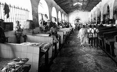 Stonetown Fishmarket - http://www.jamaln.com/stonetown-fishmarket/ - #Africa, #Blackandwhite, #Canon, #Fishmarket, #Men, #Travel, #Woman, #Zanzibar