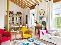 Decorar el salón: Piezas con color, rústicas, vintage o sorprendentes son suficientes para personalizar y llenar de fresca alegría el salón.