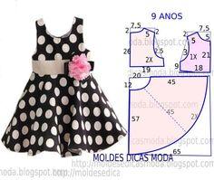 Este modelo de vestido godé é um clássico que as crianças adoram e não dispensam. O molde do vestido de criança encontra-se no tamanho 9 anos. A ilustração do molde de vestido de criança não tem valor