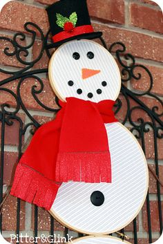 I like this embroidery hop snowman, but I think if I make one I'll just use 2 hoops...